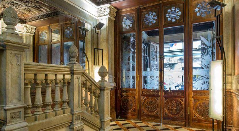 I 7 hotel a barcellona centro pi scelti dagli italiani for Hotel barcellona 4 stelle