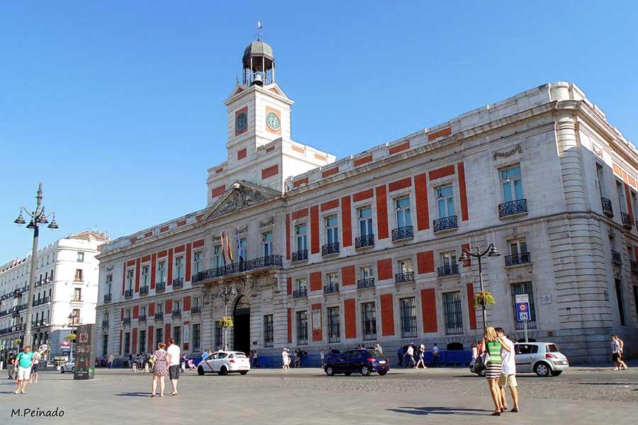 Puerta del sol storia curiosit di una piazza a madrid for Edificio puerta real madrid