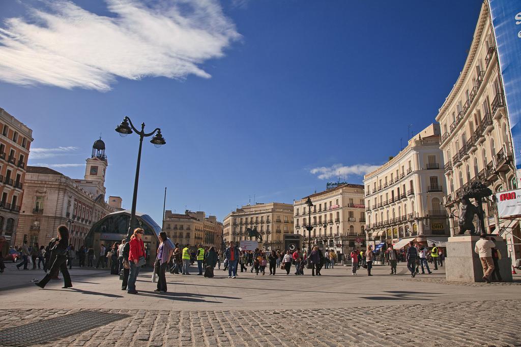 Puerta del sol storia curiosit di una piazza a madrid for Puerta del sol 2017