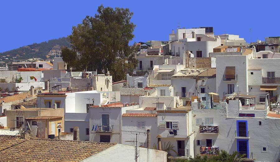 Vacanze a Ibiza: Consigli, Divertimento Spiagge e Movida