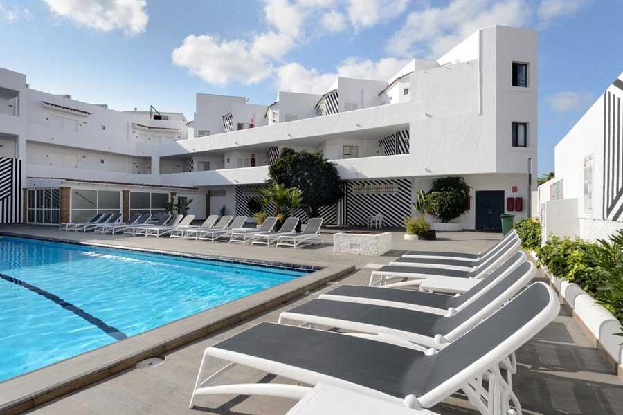 La piscina dell'Aparthotel Playasol Mogambo